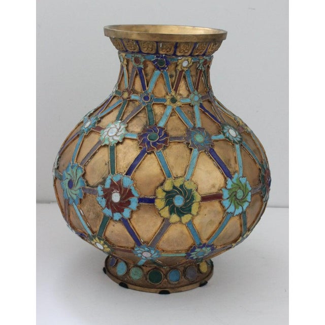 1920s Antique 1920s Chinese Cloisonné Vase in Brass With Crossbanding and Floral Medallions For Sale - Image 5 of 13