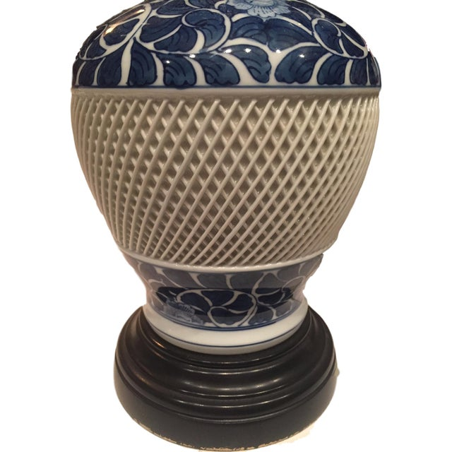 Vintage Blue and White Lattice Table Lamp - Image 4 of 5