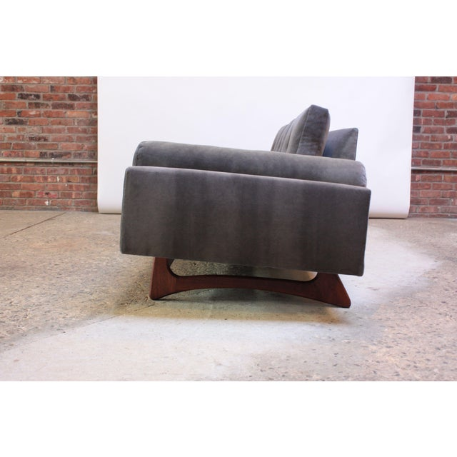 Adrian Pearsall for Craft Associates 'Gondola' Sofa in Walnut and Velvet For Sale In New York - Image 6 of 13