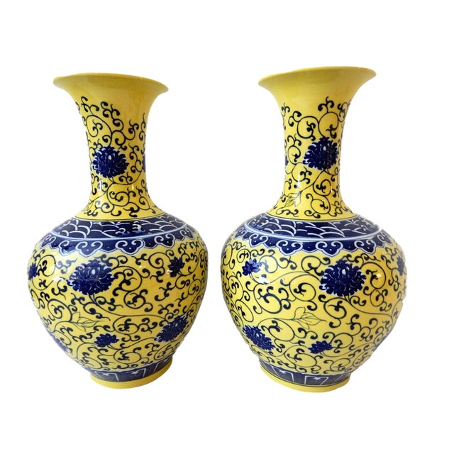 Famille Jaune Porcelain Onion Shape Pair of vases For Sale