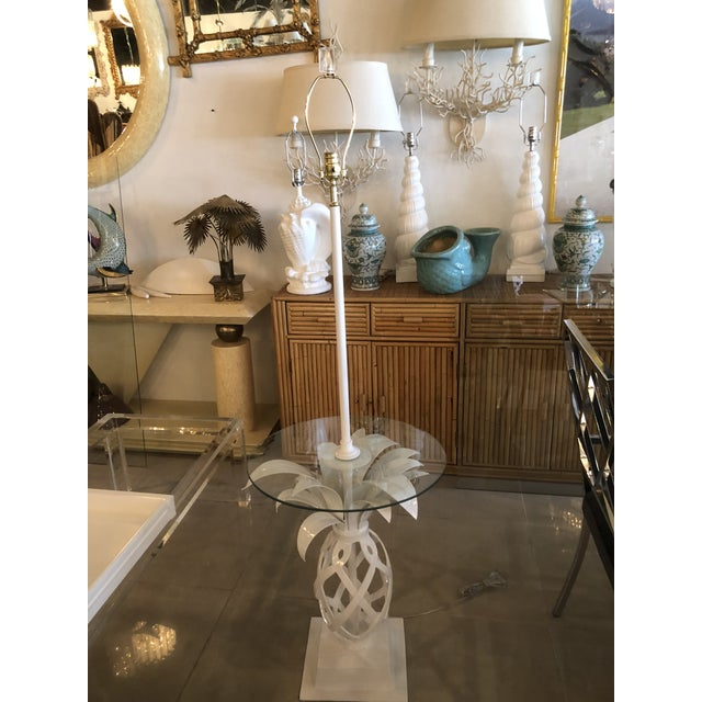 White Vintage Hollywood Regency White Lacquered Metal Pineapple Floor Lamp Table For Sale - Image 8 of 11