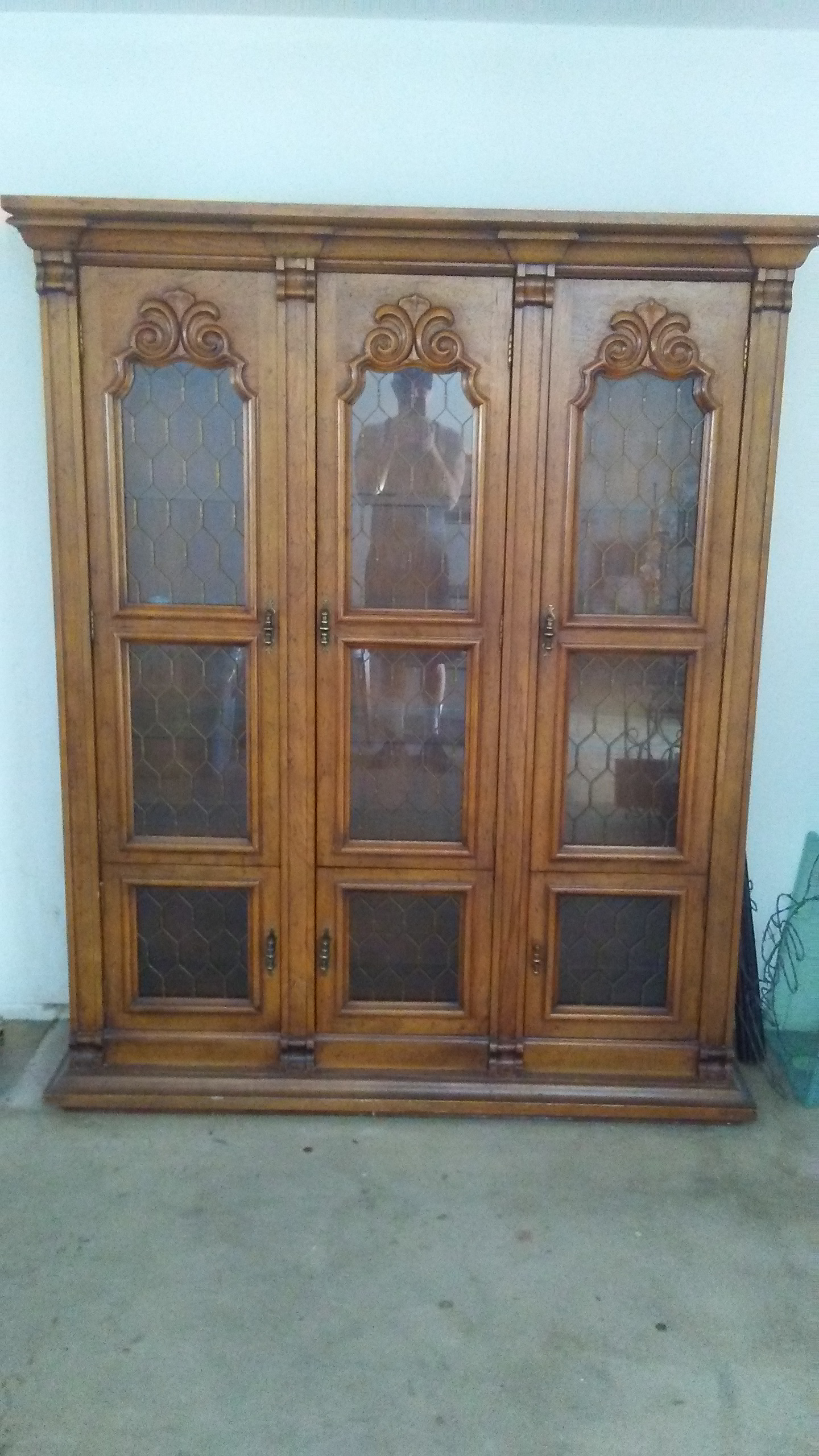 Drexel Solid Cherry China Cabinet   Image 6 Of 8