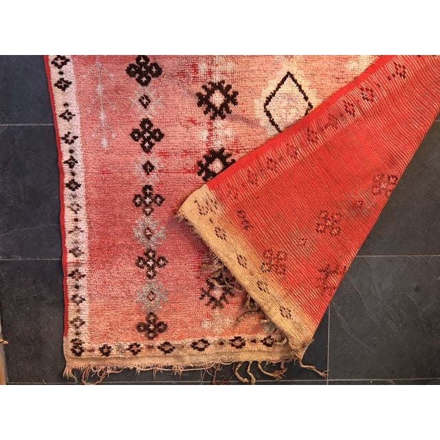 Vintage Moroccan Rug - 4′6″ × 8′6″ For Sale - Image 4 of 6