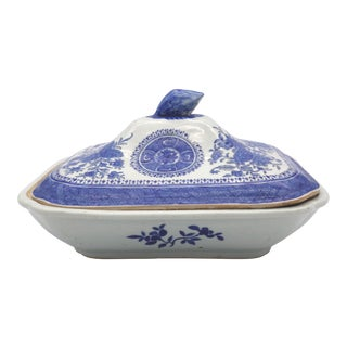 Late 18th Century Chinese Export Porcelain Fitzhugh Pattern Covered Serving Dish For Sale