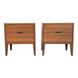 Pair of Mid Century Modern Walnut Nightstands For Sale