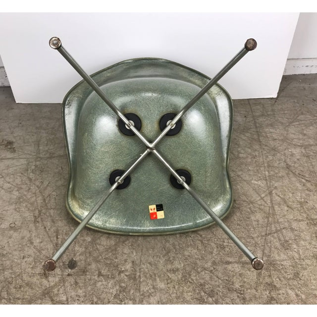 Fiberglass Classic Modernist Charles and Ray Eames Arm Shell Lounge Chair Zenith For Sale - Image 7 of 9