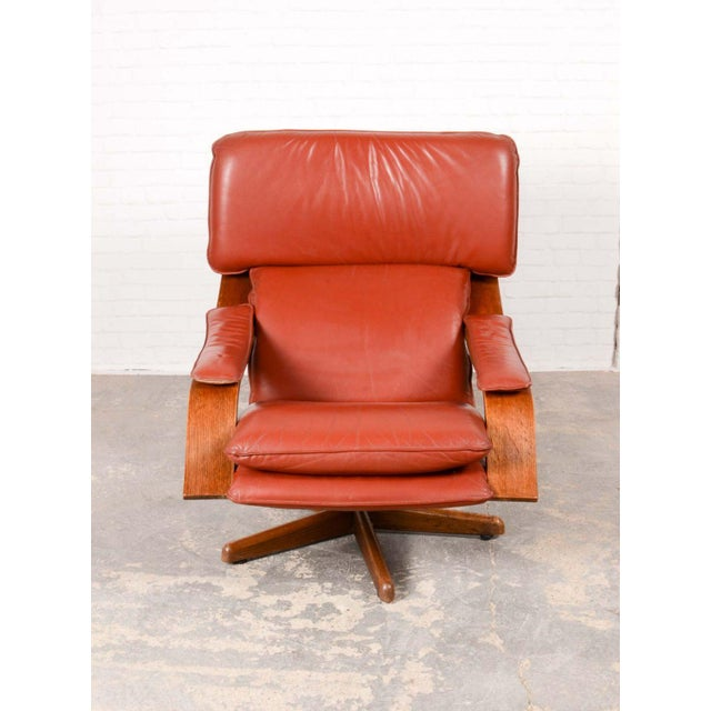 1960s Majestic Mid-Century Design Scandinavian Swivel Relax Maroon Leather Lounge Chair, 1960s For Sale - Image 5 of 8