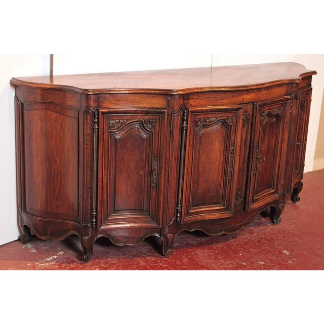 Country 18th Century French Louis XV Walnut Serpentine Buffet For Sale - Image 3 of 10