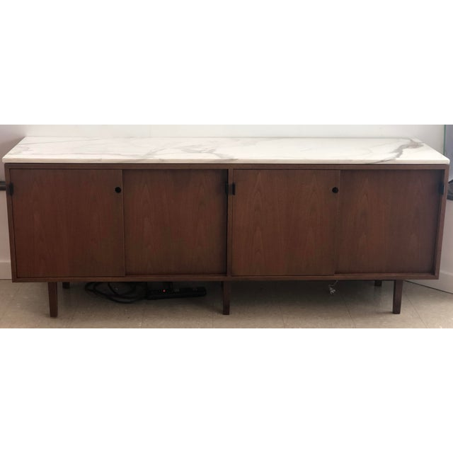 1960s 1967 Mid-Century Modern Florence Knoll Designed Calcutta Gold Marble Top Credenza For Sale - Image 5 of 13