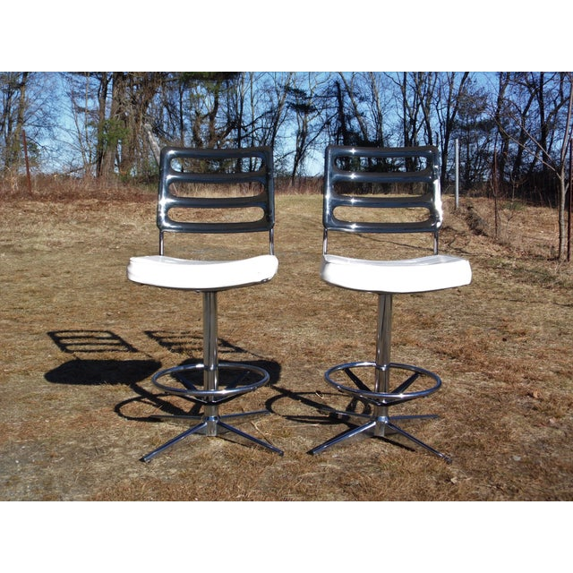 1960s Chromcraft Mid-Century Lucite Swivel Bar Stools - A Pair For Sale - Image 5 of 10