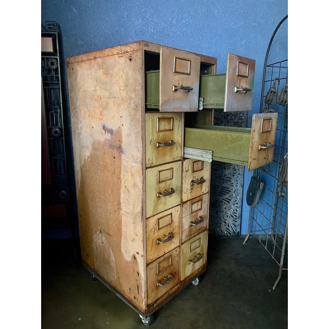 1940s Vintage Industrial Rolling 10-Drawer Metal File Cabinet For Sale - Image 5 of 6