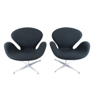 1950s Vintage Arne Jacobsen Swan Chair- A Pair For Sale