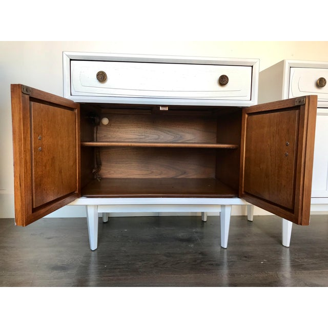 White Mid Century Modern Heritage Night Stands- A Pair For Sale - Image 8 of 12
