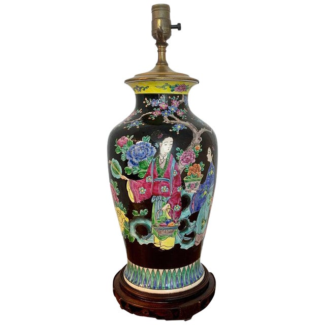 Japanese Vase With Black Background in the Style of Chinese Famille Verte For Sale