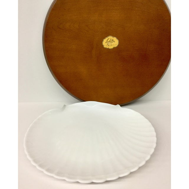 Ceramic 1960s Mid-Century Modern Solid Wood Serving Platter With Clam Shaped Plate - 2 Pieces For Sale - Image 7 of 10