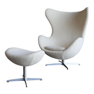 Mid-Century Modern Arne Jacobson for Fritz Hansen White Egg Chair and Ottoman - Set of 2