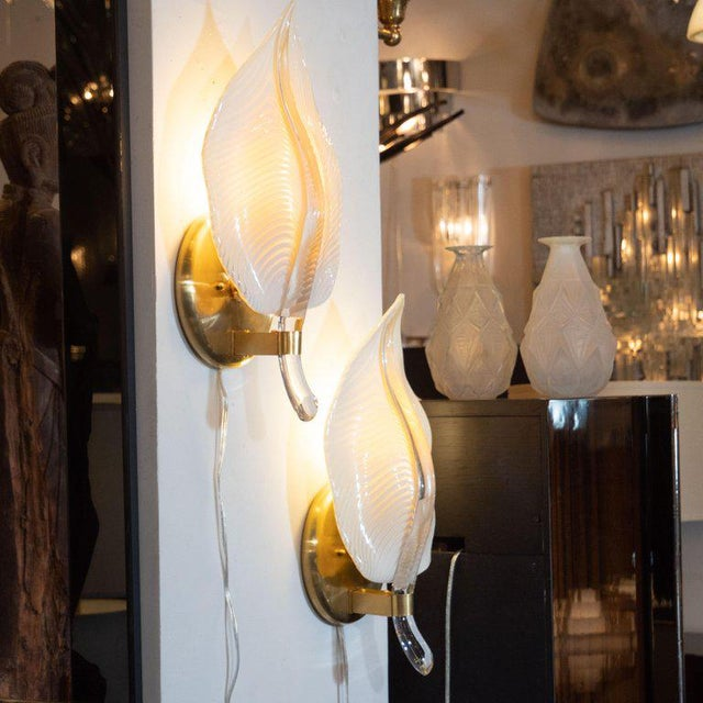 Art Deco Pair of Handblown Murano Honeycomb Leaf Sconces With Brass Detailing For Sale - Image 3 of 11