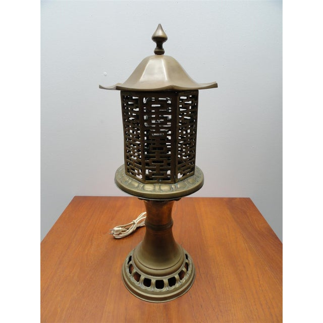 A lovely Chinese inspired mid-century brass table lamp. Solid brass construction in the shape of a traditional Chinese...