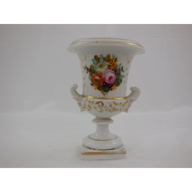 French Old Paris Medici Vases - a Pair For Sale - Image 3 of 4