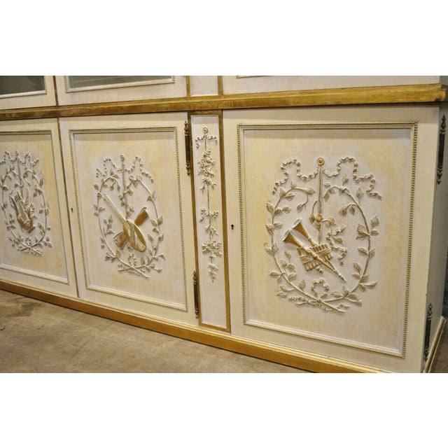 Mid 20th Century Italian Regency Cream and Gold Gilt Breakfront China Cabinet For Sale - Image 5 of 13