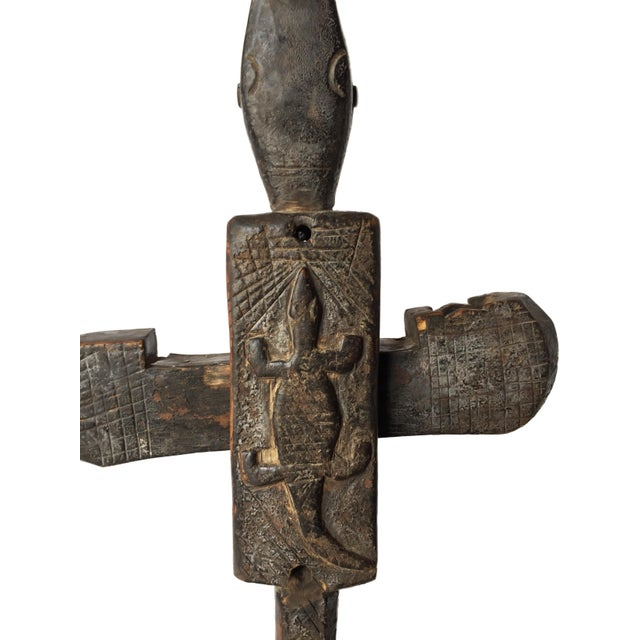"""Brown Rare Old African Dogon Crocodile Door Lock on Stand .Mali 26"""" 3/4 H For Sale - Image 8 of 9"""