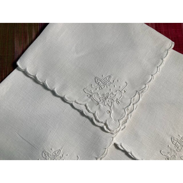 Traditional Vintage White Linen Embroidered Napkins- Set of 4 For Sale - Image 3 of 4