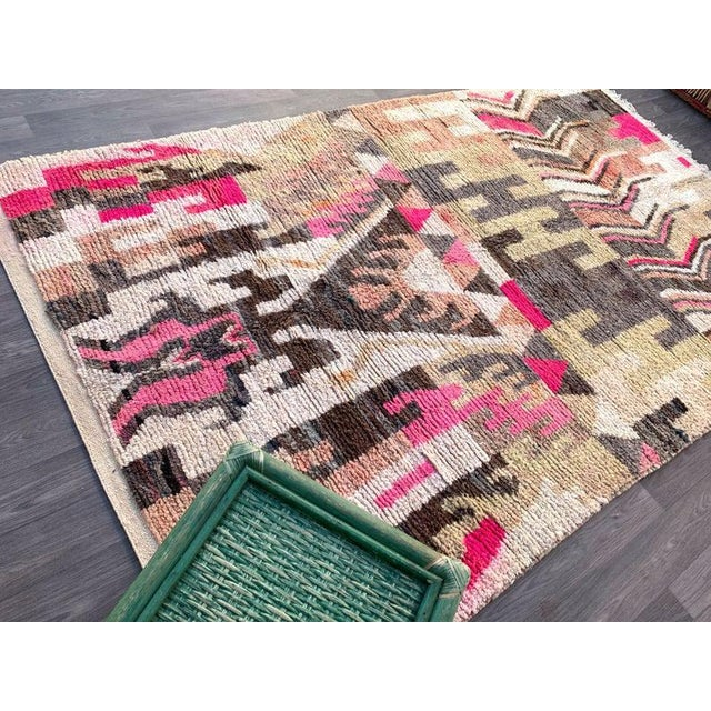This authentic Moroccan runner rug is so perfect for the modern western interior and the vintage items will perfectly...