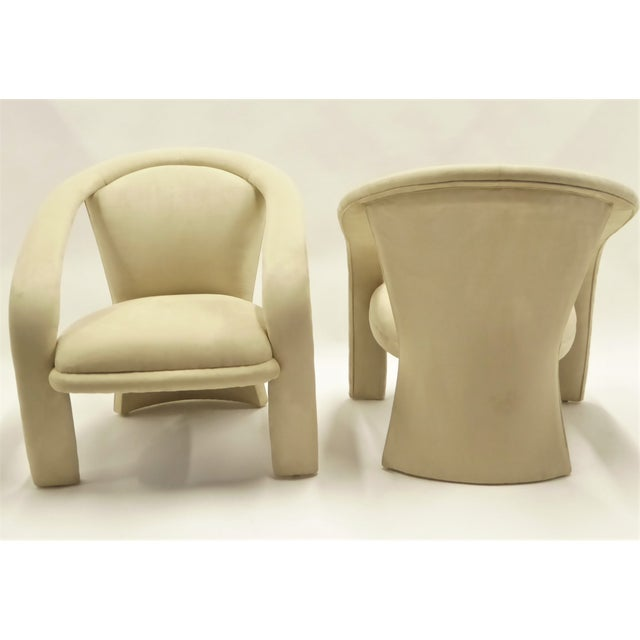Sporting modern wrap around arms and a fan shaped back, this pair of lounge chairs by Carson's were designed in the...