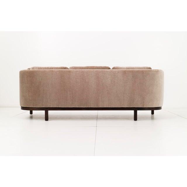 Roger Sprunger Curved Back Sofa for Dunbar For Sale In New York - Image 6 of 10