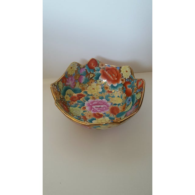 Vintage Chinoiserie Floral Chintz Hand Painted Gold Leaf Porcelain Cachepot For Sale - Image 4 of 5