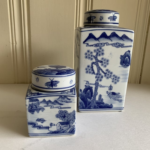 Asian Chinoiserie Blue & White Ceramic Canisters, Set of Two For Sale - Image 9 of 10