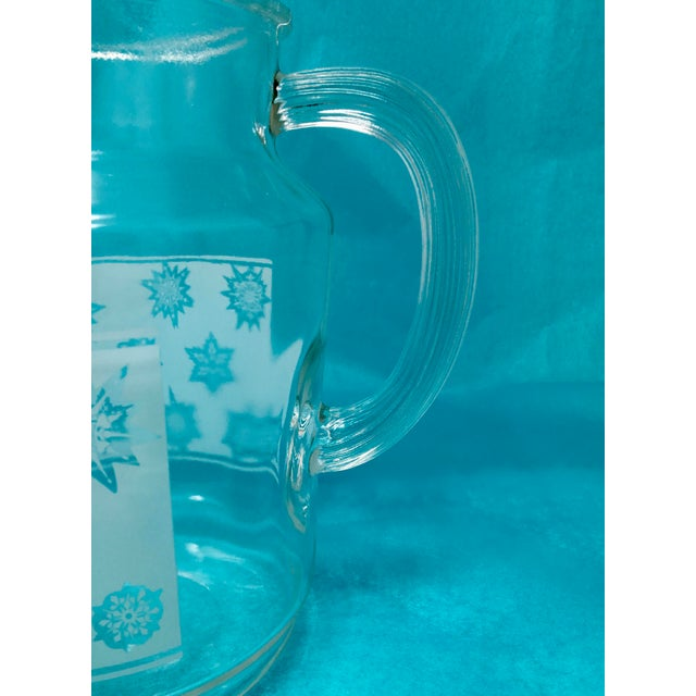 1960s Vintage Snowflake Pitcher & Glasses- Set of 5 For Sale In Minneapolis - Image 6 of 10