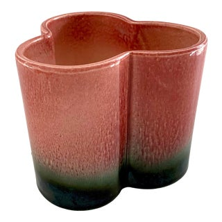 1950s Vintage Hull Pottery Trefoil Cachepot in Raspberry Green Ombre For Sale