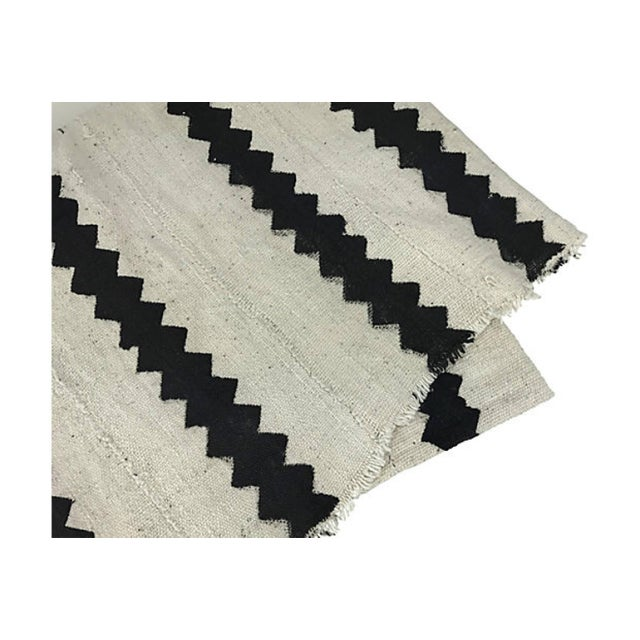 African African White & Black Zig Zag Mudcloth Throw For Sale - Image 3 of 3
