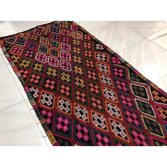 1960s Vintage Naturel Wool Turkish Kilim Rug- 3′10″ × 9′8″ For Sale - Image 10 of 11