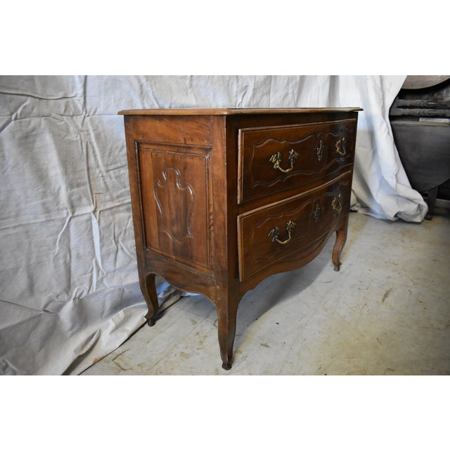 French 18th Century Italian Walnut Commode For Sale - Image 3 of 6