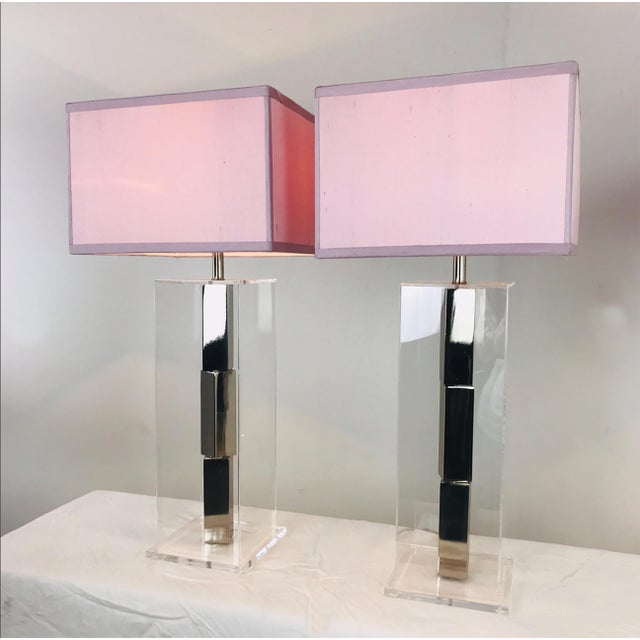 Mid 20th Century Pair of Lucite and Chrome Table Lamps by Laurel With Silk Shades For Sale - Image 5 of 13
