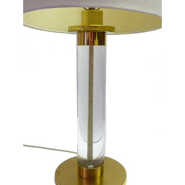 Frederick Cooper Lucite & Brass Table Lamp For Sale In Miami - Image 6 of 9