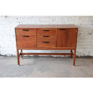 Jens Risom Mid-Century Modern Walnut Credenza, 1960s Preview