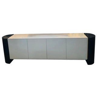 Mid-Century Modernist Long Black and White Lacquered Credenza Sideboard Cabinet For Sale