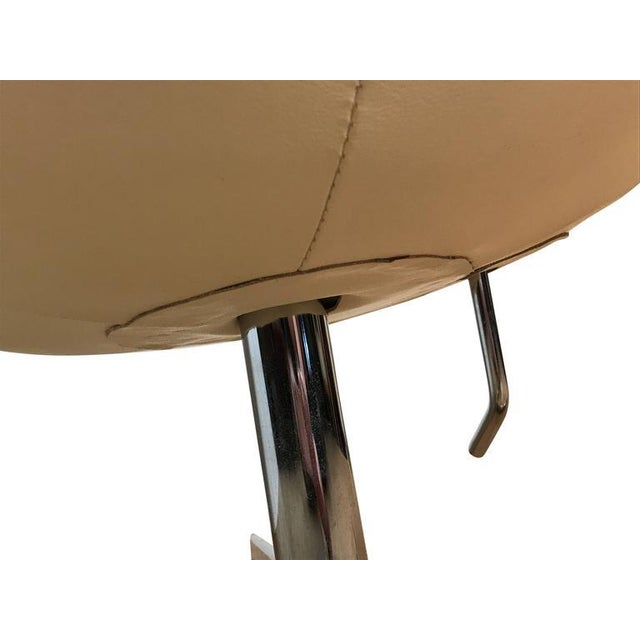 Arne Jacobson Style White Leather Egg Chair - Image 7 of 7