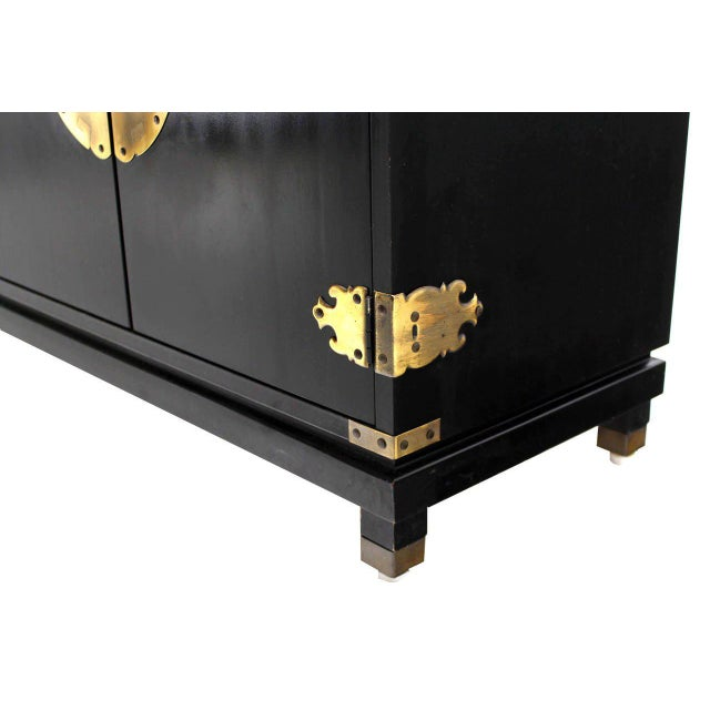 Black Lacquer Oriental Mid-Century Modern Sideboard or Credenza For Sale In New York - Image 6 of 9