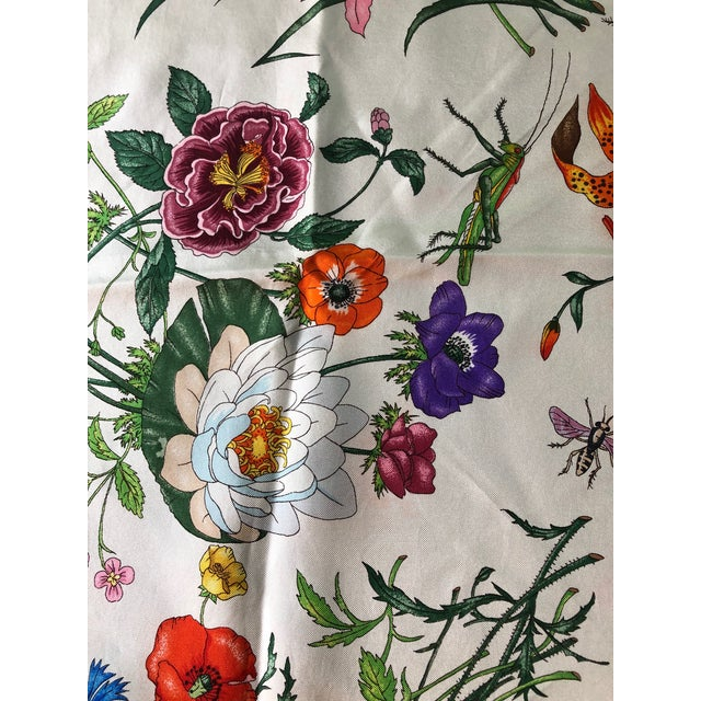 """1970s Gucci """"Flora"""" Scarf With Blue Border For Sale - Image 11 of 13"""