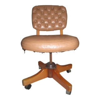 Tiger Maple 1960s Vintage Leather Chesterfield Tufted Swivel Chair For Sale
