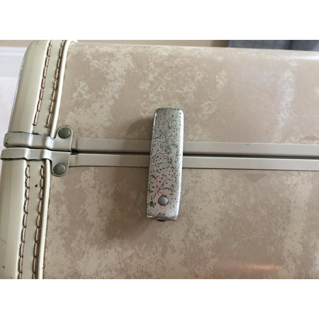 Vintage Royal Traveler Suitcase For Sale - Image 5 of 11