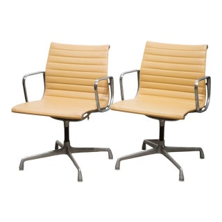 Mid-Century Herman Miller Ea108 Leather Office Management Chairs C.1960-1970 For Sale
