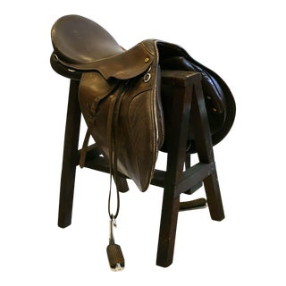 Vintage Leather English Riding Saddle With Metal Stirupps C. 1970-1980 For Sale