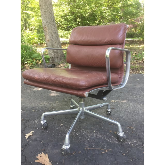 Classic Eames desk chair by Herman Miller. Soft Pad leather in brown. In good vintage condition with only minor wear from...