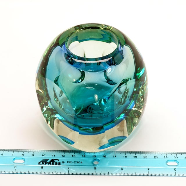Blue Mid-Century Modern Flavio Poli Seguso Murano Blue Faceted Orb Paper Weight For Sale - Image 8 of 9