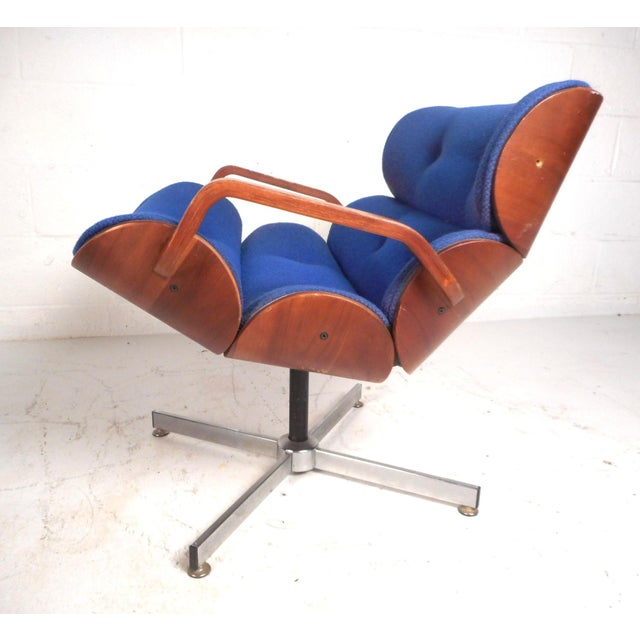Charles Eames Vintage Modern Eames Style Swivel Lounge Chair and Ottoman For Sale - Image 4 of 13
